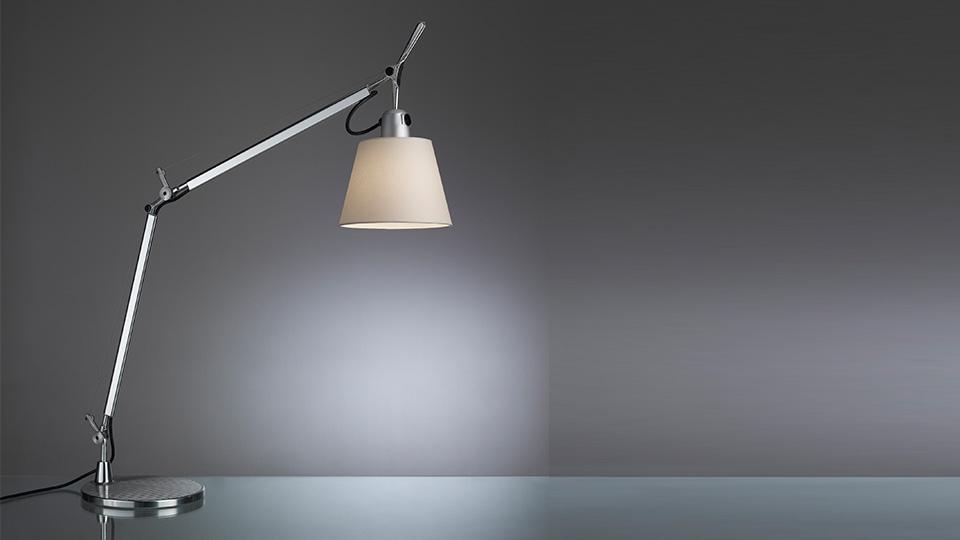 artemide schreibtischlampen bei kontor hannover. Black Bedroom Furniture Sets. Home Design Ideas