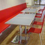 Tische aus Tischlereifertigung, Stühle Vitra .03