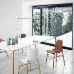 Stuhl Sharky (Design; Neuland. Paster & Geldmacher) Tisch Boiacca Wood (Design von Lucidi Pevere)