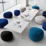 Tisch Add T & Polsterhocker Kipu (Design von Francesco Rota / Anderssen & Voll)